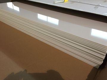 Chine L'huile brillante ene ivoire de panneaux de plafond de PVC de blanc protégeant le plafond en plastique couvre de tuiles 603mm x 1210mm distributeur